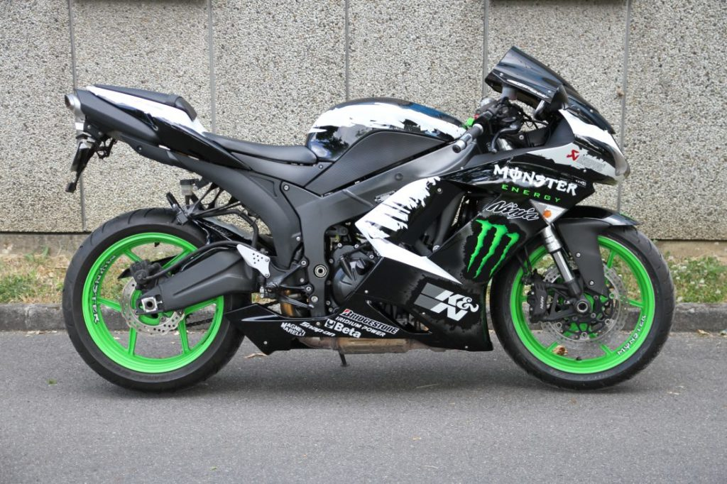 ZX6 R Monster Energy 1